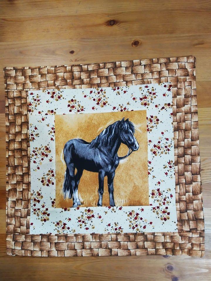 Povlak na polštář - černý koník