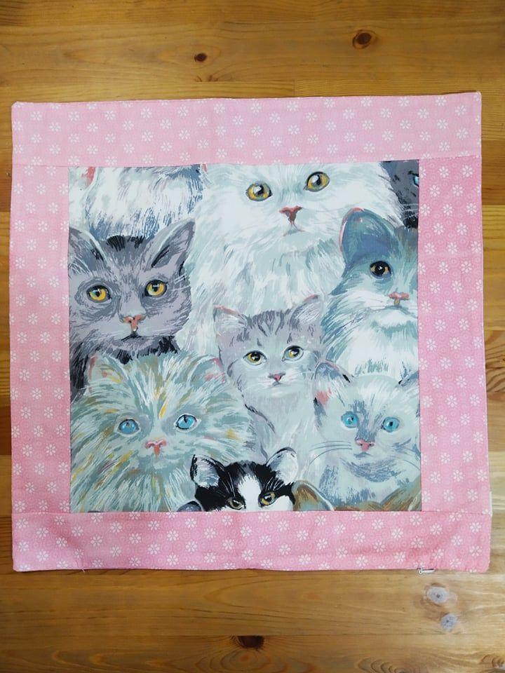 Povlak na polštář - bílé kočky