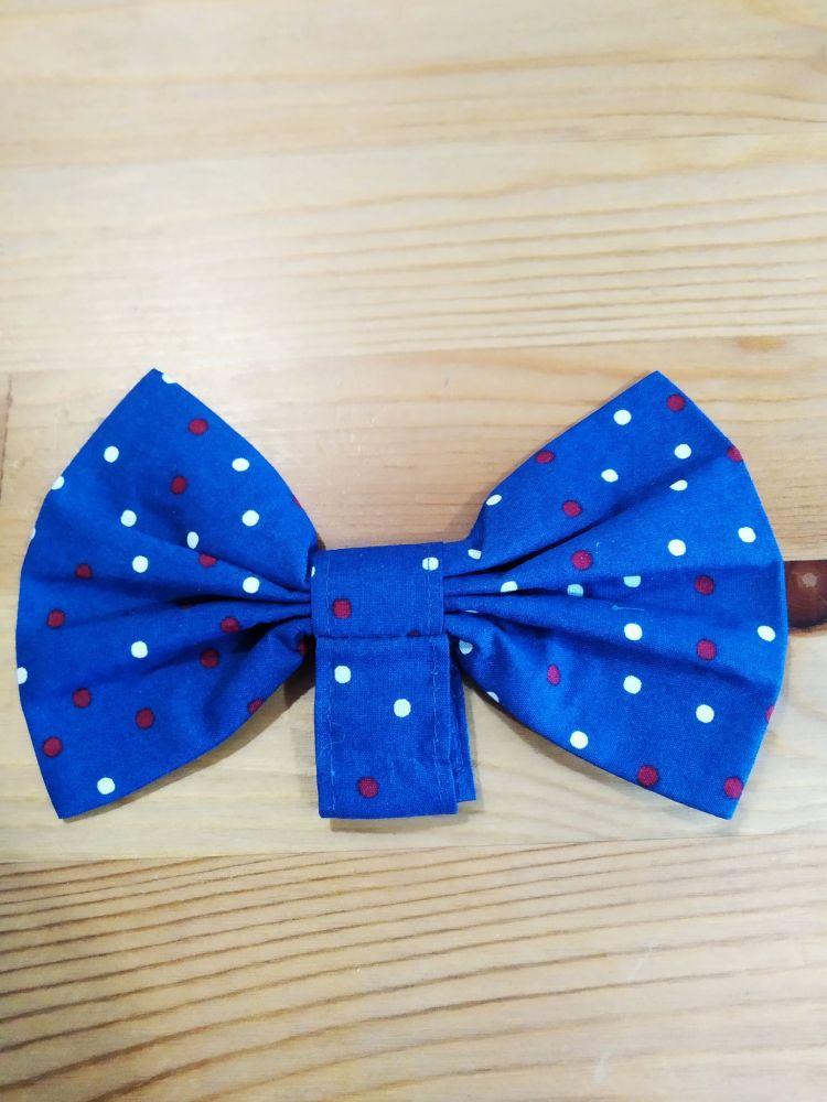 Motýlek - modrý s červenobílými tečkami