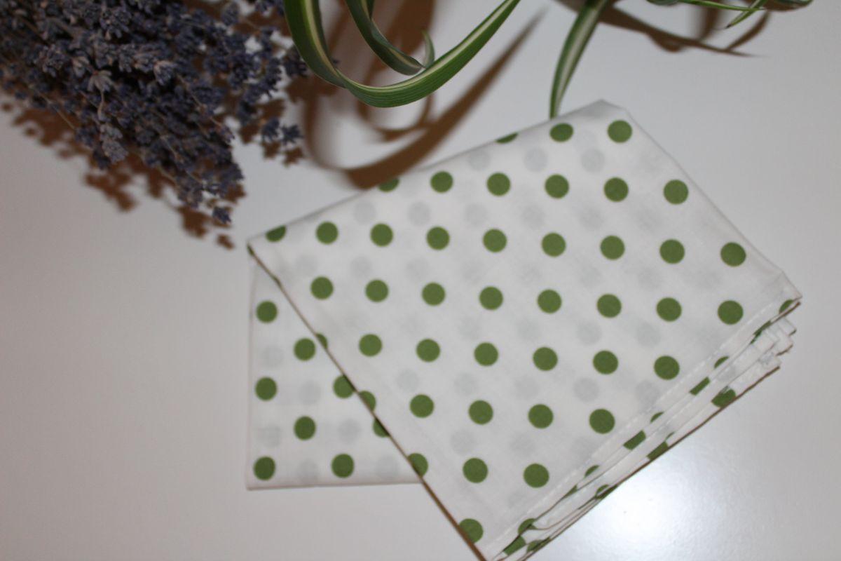 Šátek - bílý se zelenými puntíky