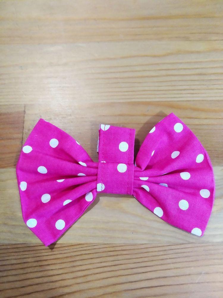 Malý motýlek - puntíky růžový