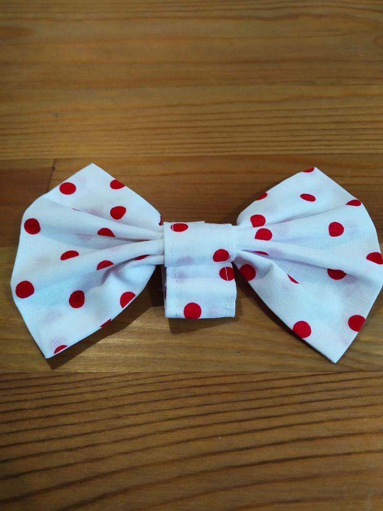 Malý motýlek - bílý s červenými puntíky