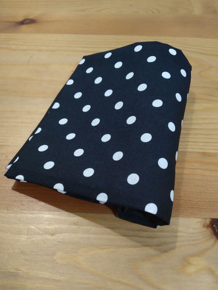 Šátek - puntíky černý