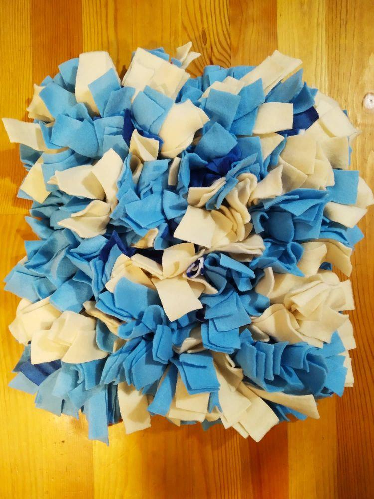 Čmuchací kobereček modrý