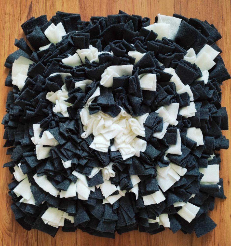 Čmuchací kobereček černo - bílý